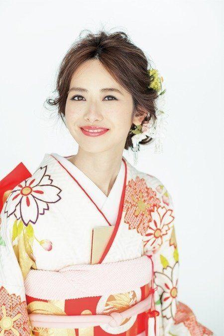Hairstyle, Sleeve, Kimono, Costume, Tradition, Makeover, Fashion design, Portrait, Robe, Costume design,