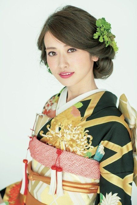 Hairstyle, Sleeve, Style, Headgear, Costume accessory, Fashion, Costume design, Costume, Kimono, Vintage clothing,