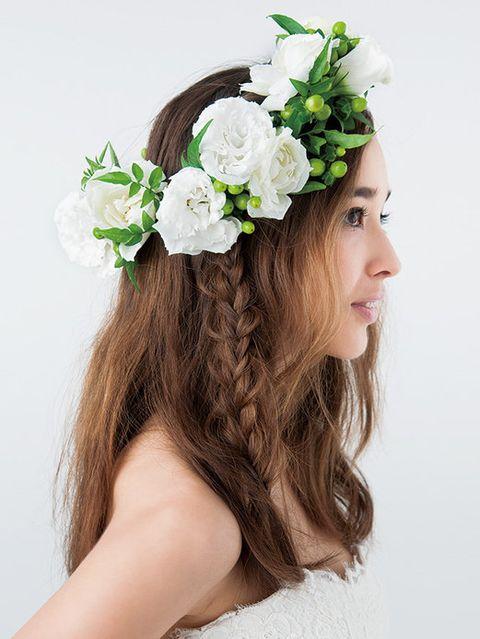 Petal, Hairstyle, Hair accessory, Flower, Headpiece, Headgear, Fashion accessory, Costume accessory, Beauty, Bridal accessory,