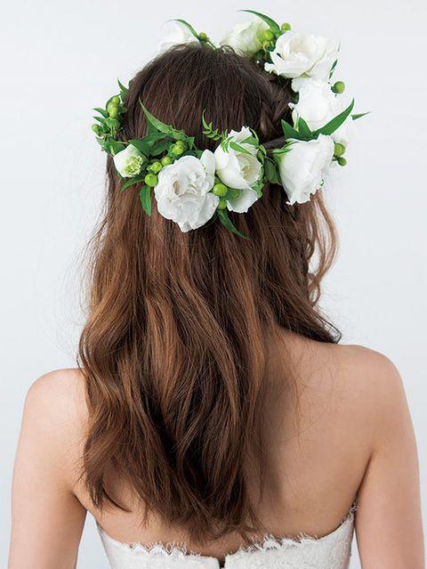 Clothing, Petal, Hairstyle, Shoulder, Hair accessory, Flower, Bridal accessory, Headpiece, Headgear, Beauty,