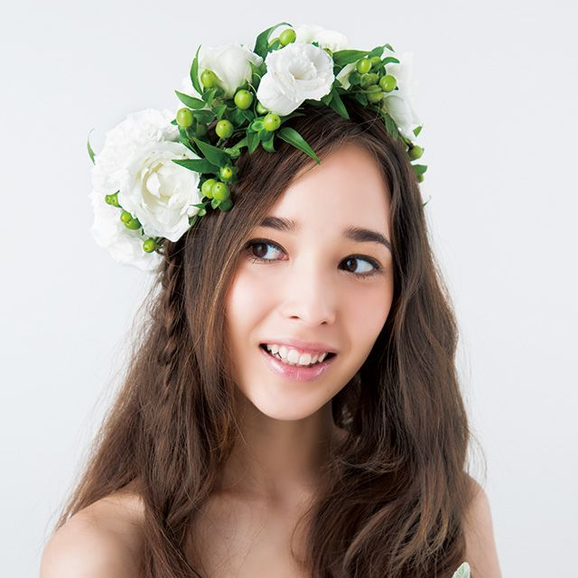 Petal, Skin, Green, Flower, Photograph, White, Hair accessory, Happy, Bridal clothing, Facial expression,
