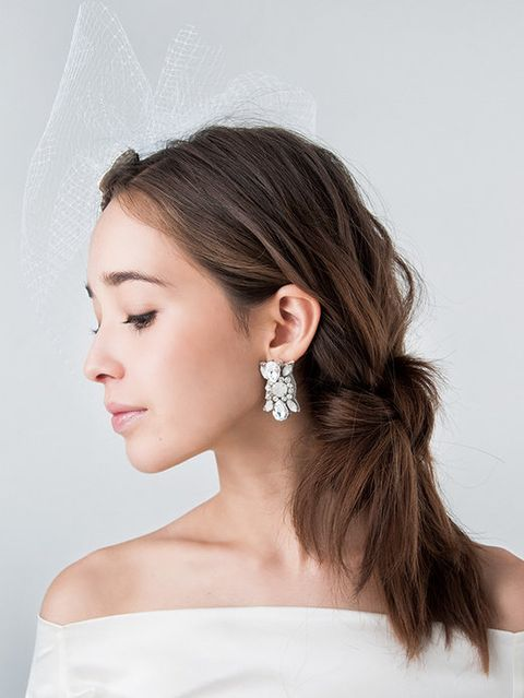 Ear, Earrings, Brown, Hairstyle, Skin, Forehead, Shoulder, Bridal accessory, Eyebrow, Eyelash,