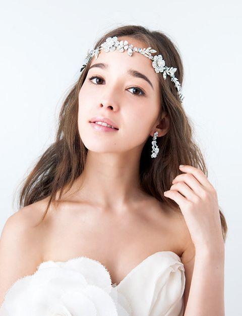 Hair, Lip, Hairstyle, Skin, Forehead, Shoulder, Eyebrow, Bridal accessory, Hair accessory, Eyelash,