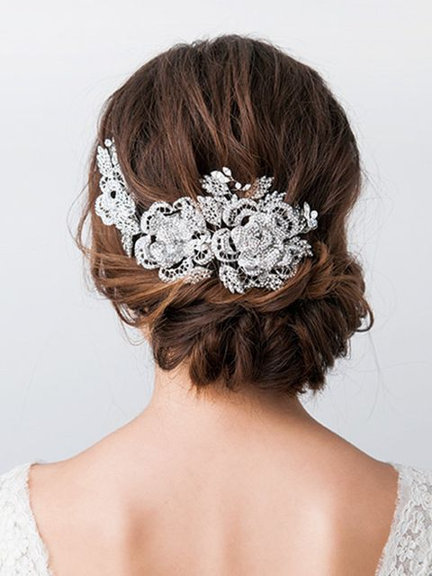 Hairstyle, Forehead, Shoulder, Bridal accessory, Hair accessory, Headpiece, Style, Fashion accessory, Headgear, Back,