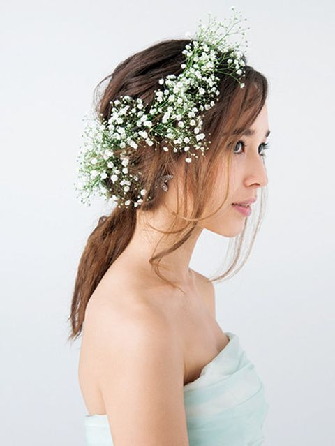 Hair, Hairstyle, Skin, Shoulder, Petal, Photograph, Bridal accessory, Hair accessory, Headpiece, Bride,