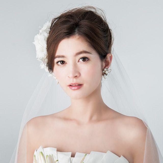 Skin, Shoulder, Bridal clothing, Photograph, Dress, Strapless dress, Wedding dress, Bride, Petal, Bridal accessory,