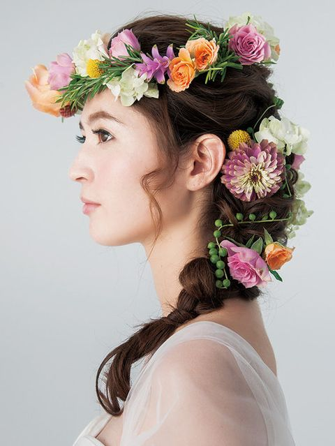 Petal, Hairstyle, Flower, Hair accessory, Style, Headpiece, Headgear, Beauty, Fashion, Cut flowers,