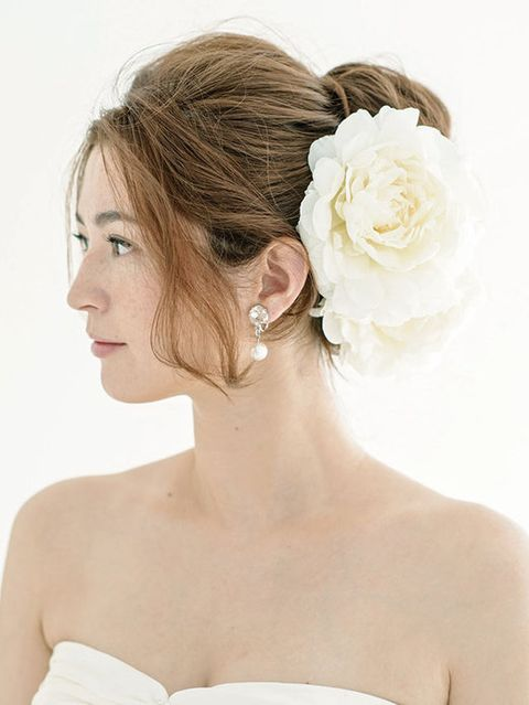 Clothing, Ear, Hairstyle, Skin, Forehead, Petal, Shoulder, Bridal accessory, Photograph, Hair accessory,