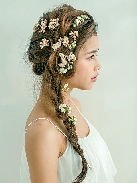 Hairstyle, Forehead, Shoulder, Hair accessory, Bridal accessory, Headpiece, Style, Petal, Headgear, Fashion accessory,