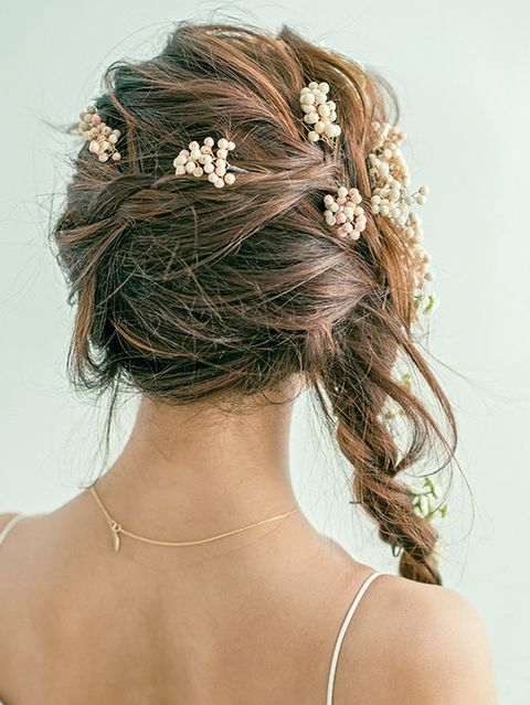 Brown, Hairstyle, Forehead, Hair accessory, Bridal accessory, Headpiece, Style, Fashion accessory, Beauty, Headgear,