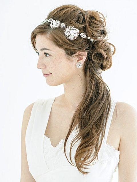 Clothing, Brown, Hairstyle, Skin, Forehead, Shoulder, Photograph, Hair accessory, White, Bridal accessory,