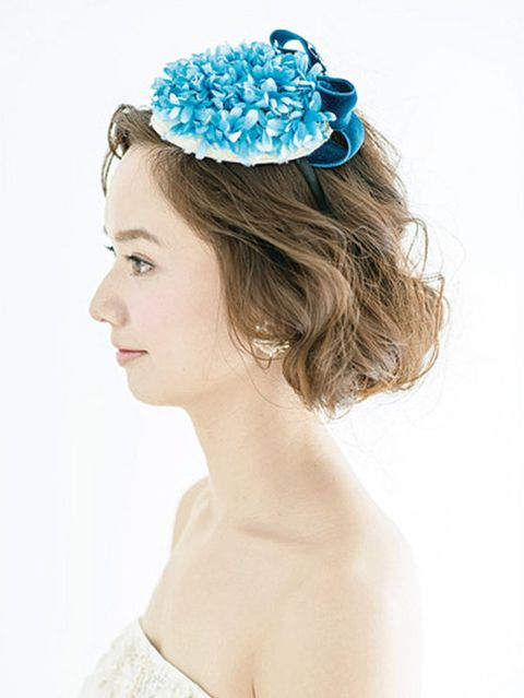 Hairstyle, Chin, Hair accessory, Shoulder, Bridal accessory, Headpiece, Fashion accessory, Style, Headgear, Costume accessory,
