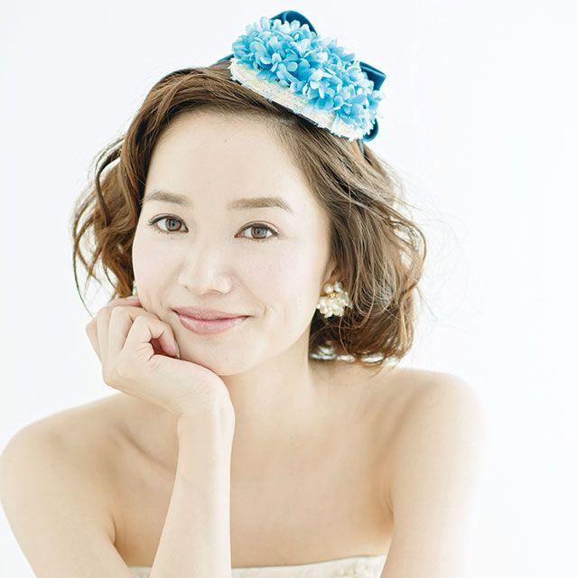 Lip, Skin, Eye, Shoulder, Elbow, Headpiece, Hair accessory, Headgear, Costume accessory, Beauty,