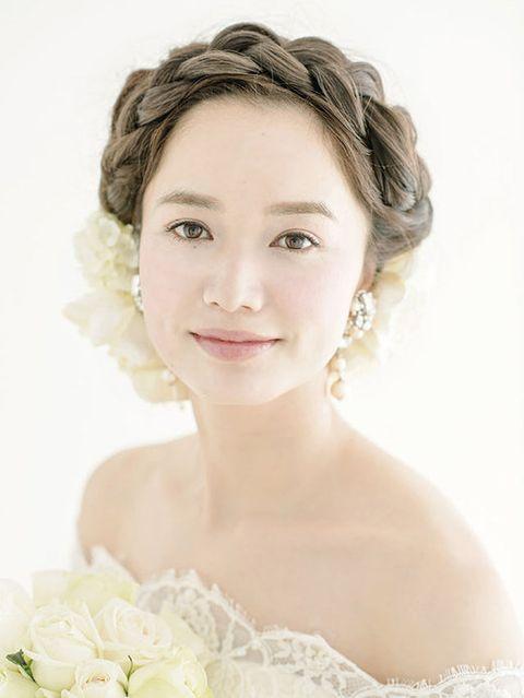 Ear, Hairstyle, Chin, Forehead, Eyebrow, Photograph, Petal, Style, Bridal accessory, Eyelash,