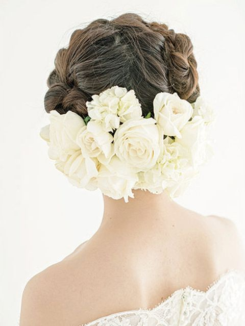 Clothing, Petal, Hairstyle, Shoulder, Flower, Hair accessory, Bridal accessory, Style, Headgear, Beauty,
