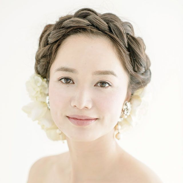 Clothing, Hairstyle, Forehead, Eyebrow, Petal, Photograph, Bridal accessory, Bridal clothing, Hair accessory, Beauty,