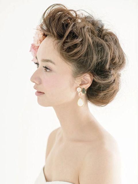 Ear, Lip, Hairstyle, Skin, Chin, Forehead, Earrings, Shoulder, Eyebrow, Eyelash,