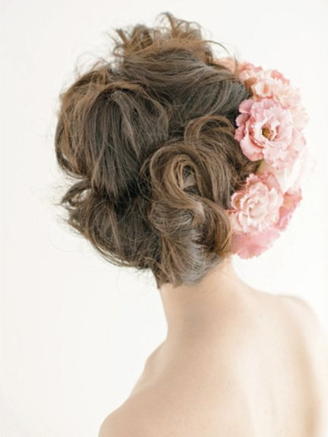Hairstyle, Chin, Shoulder, Style, Petal, Back, Hair accessory, Neck, Brown hair, Long hair,