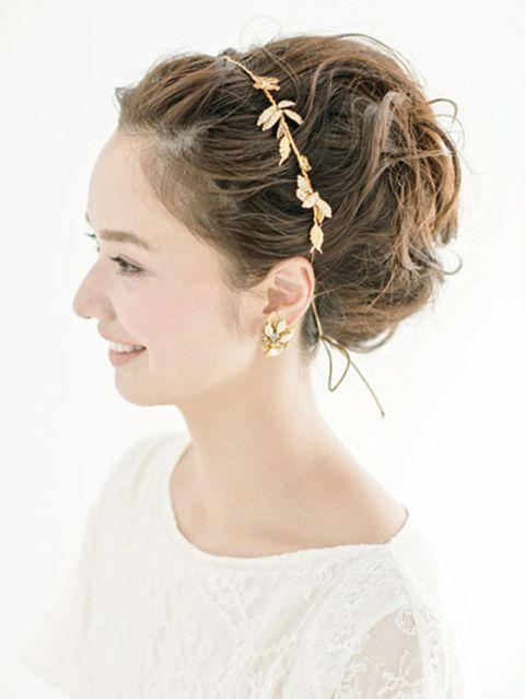 Clothing, Hair, Ear, Hairstyle, Skin, Chin, Forehead, Shoulder, White, Hair accessory,