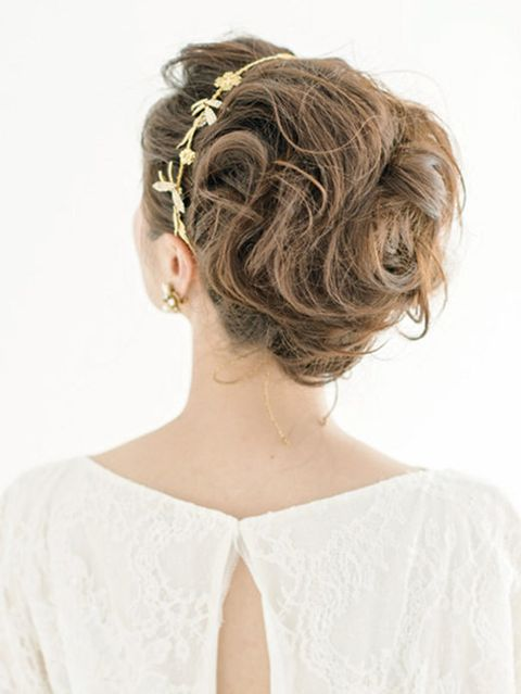 Clothing, Hairstyle, Shoulder, Style, Dress, Headgear, Neck, Hair accessory, Bridal accessory, Embellishment,