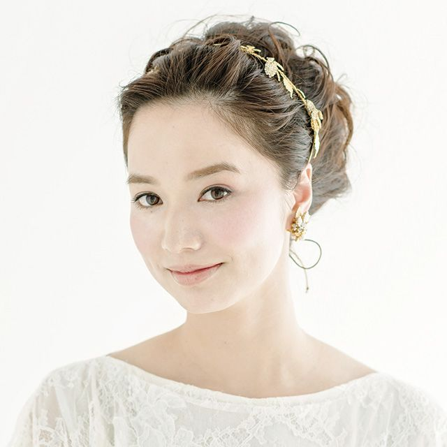 Clothing, Ear, Hairstyle, Sleeve, Skin, Forehead, Shoulder, Textile, Photograph, Dress,