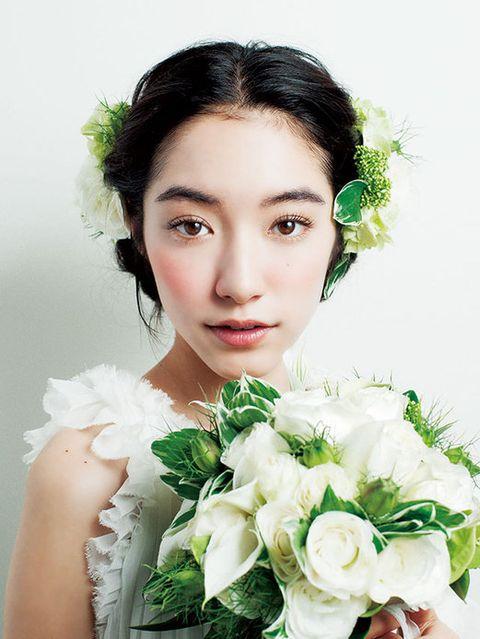 Petal, Hairstyle, Skin, Eyebrow, Bouquet, Flower, Cut flowers, Beauty, Eyelash, Flowering plant,