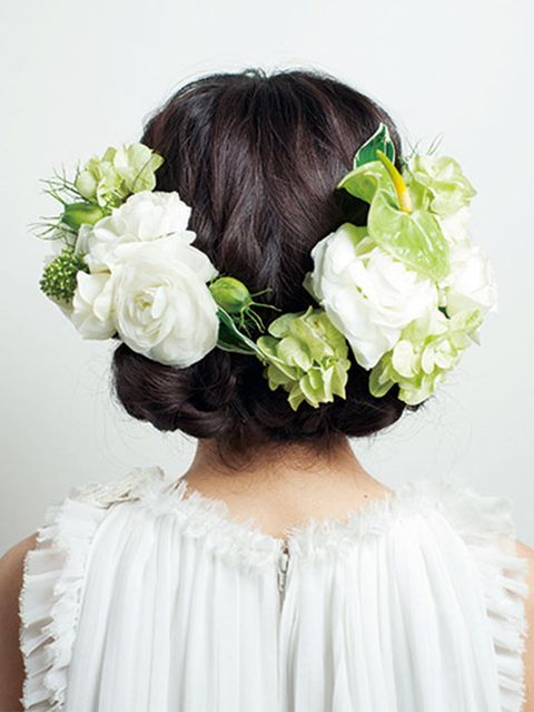 Clothing, Petal, Hairstyle, Flower, Hair accessory, Style, Headgear, Fashion, Embellishment, Headpiece,