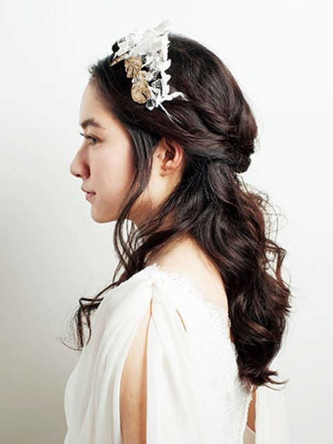 Hairstyle, Forehead, Shoulder, Hair accessory, Photograph, Headpiece, Bridal accessory, White, Style, Fashion accessory,