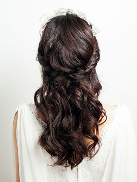 Clothing, Hairstyle, Shoulder, Textile, Style, Neck, Long hair, Brown hair, Hair coloring, Liver,