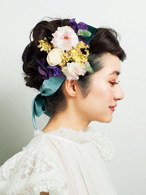 Hairstyle, Forehead, Hair accessory, Flower, Petal, Style, Headpiece, Headgear, Fashion accessory, Dress,