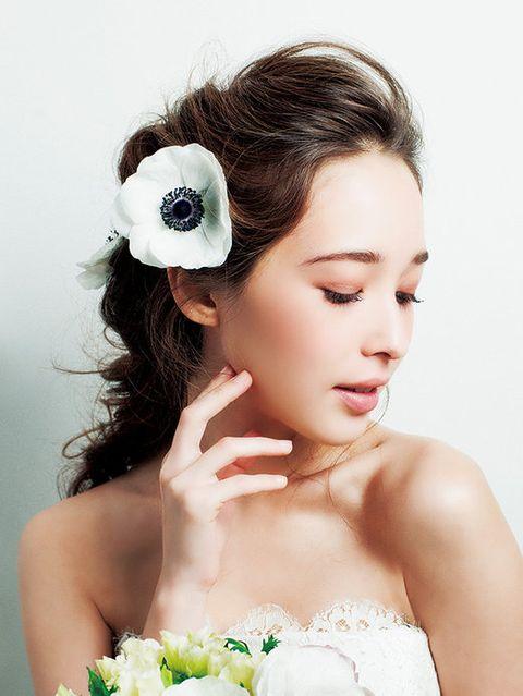 Hair, Hairstyle, Skin, Petal, Style, Eyelash, Beauty, Hair accessory, Bridal accessory, Photography,