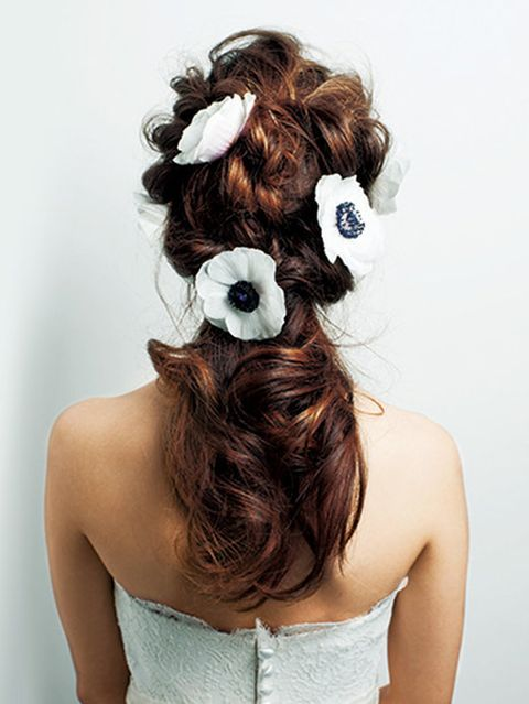 Clothing, Hairstyle, Forehead, Shoulder, Joint, Bridal accessory, Hair accessory, Style, Back, Petal,