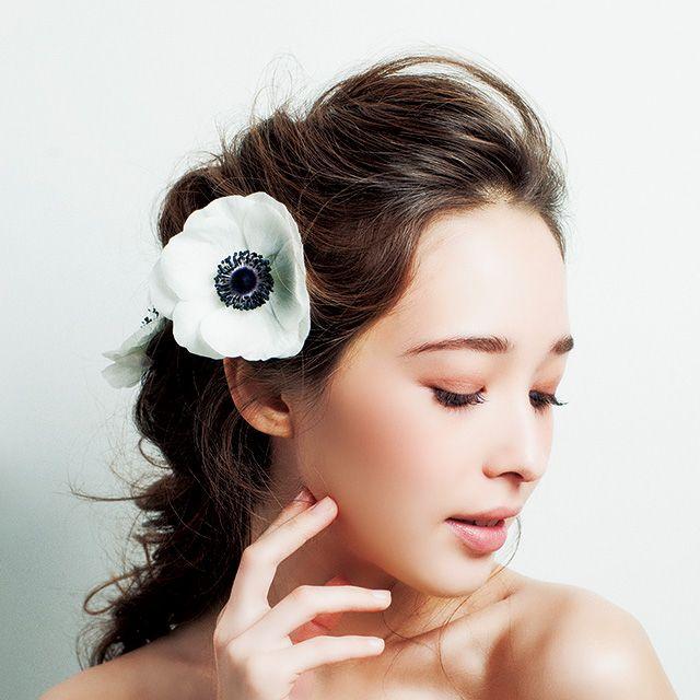 Hair, Hairstyle, Skin, Petal, Style, Eyelash, Hair accessory, Beauty, Headpiece, Photography,