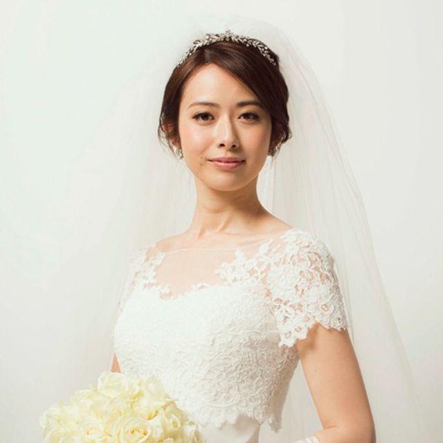 Clothing, Skin, Bridal clothing, Sleeve, Dress, Shoulder, Textile, Photograph, Joint, Bridal accessory,
