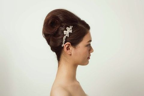 Ear, Lip, Hairstyle, Skin, Chin, Forehead, Shoulder, Eyebrow, Photograph, Hair accessory,
