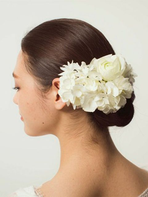 Ear, Hairstyle, Skin, Chin, Forehead, Petal, Hair accessory, Flower, Style, Bridal accessory,