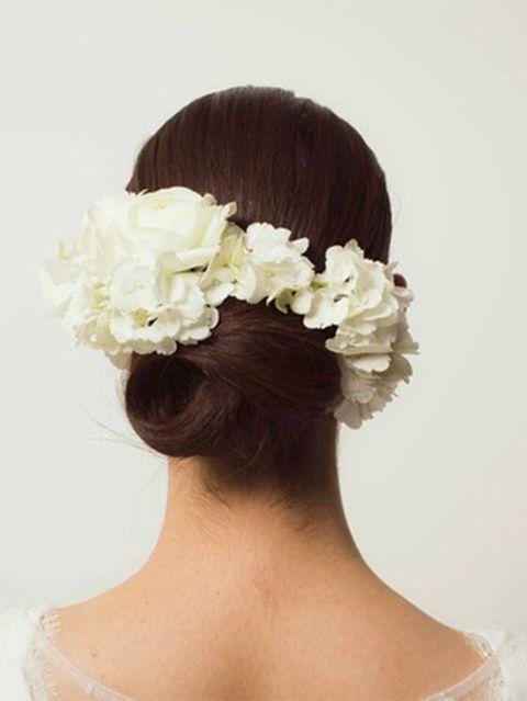 Hairstyle, Petal, Forehead, Hair accessory, Flower, Bridal accessory, Style, Headpiece, Headgear, Fashion,