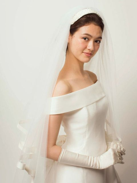 Clothing, Sleeve, Skin, Bridal clothing, Dress, Shoulder, Textile, Joint, White, Elbow,