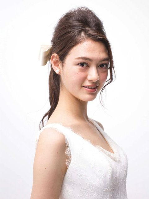 Ear, Lip, Hairstyle, Skin, Shoulder, Eyebrow, Joint, Dress, Style, Eyelash,