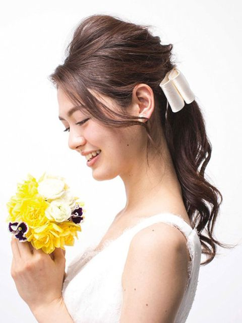 Human, Hairstyle, Petal, Style, Bouquet, Hair accessory, Beauty, Cut flowers, Earrings, Photography,