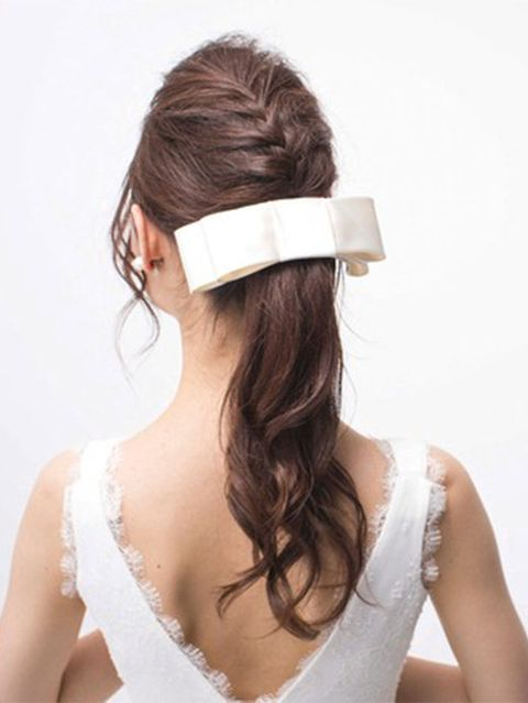 Clothing, Brown, Hairstyle, Shoulder, Hair accessory, Bridal accessory, Style, Headgear, Costume accessory, Fashion,