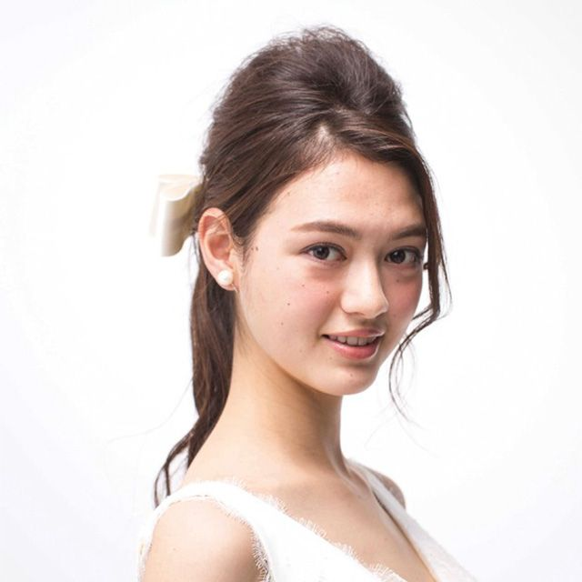 Clothing, Ear, Lip, Hairstyle, Skin, Shoulder, Eyebrow, Joint, Style, Dress,