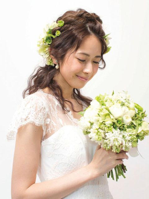 Clothing, Petal, Hairstyle, Skin, Bouquet, Flower, Photograph, White, Dress, Bridal clothing,
