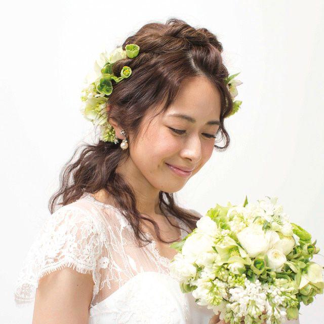 Clothing, Petal, Skin, Bouquet, Shoulder, Flower, Photograph, White, Dress, Bridal clothing,