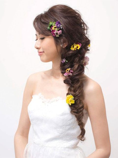 Clothing, Hair, Hairstyle, Forehead, Shoulder, Dress, Photograph, Hair accessory, Petal, White,
