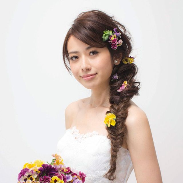 Clothing, Petal, Yellow, Hairstyle, Skin, Dress, Shoulder, Flower, Photograph, Bouquet,