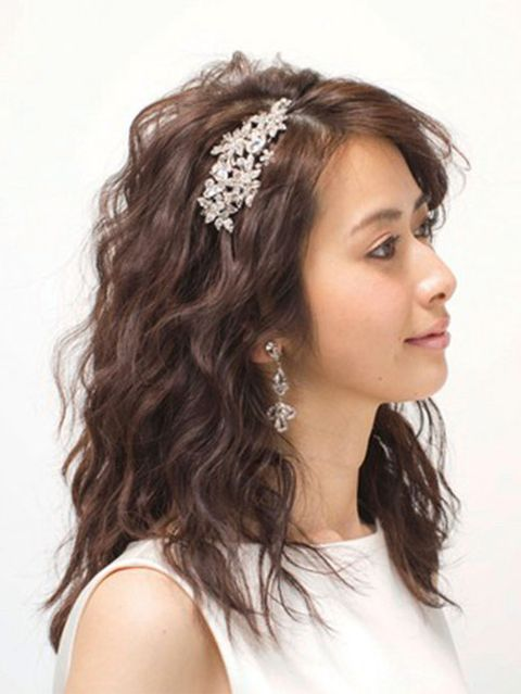 Brown, Hairstyle, Skin, Chin, Forehead, Shoulder, Eyebrow, Bridal accessory, Hair accessory, White,