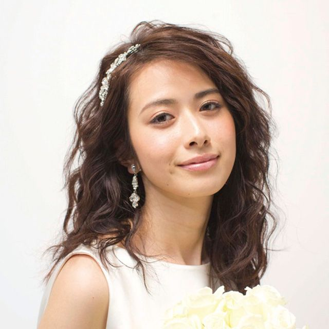 Hairstyle, Eye, Petal, Forehead, Shoulder, Eyebrow, Photograph, Bouquet, Flower, Style,
