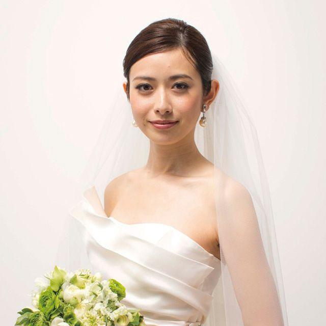 Clothing, Bridal clothing, Skin, Sleeve, Dress, Shoulder, Petal, Bouquet, Bridal accessory, Textile,