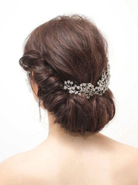 Ear, Hairstyle, Forehead, Shoulder, Hair accessory, Style, Back, Bridal accessory, Petal, Beauty,